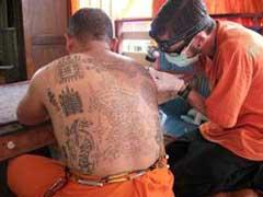Lars-tattooing-monk